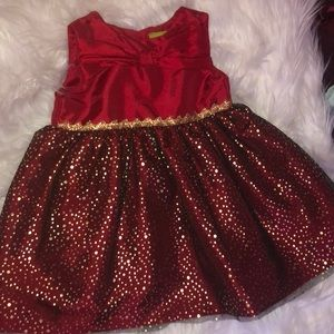 Beautiful red and gold polka dotted dress! 😍